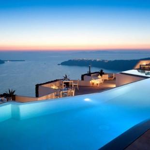 Fancy a swim? 10 amazing pools that will seduce you Fancy a swim? 10 amazing pools that will seduce you Amazing polls Grace Hotel1 310x310