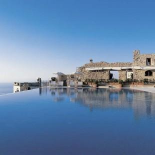 Fancy a swim? 10 amazing pools that will seduce you Fancy a swim? 10 amazing pools that will seduce you Amazing pools Hotel Caruso1 310x310
