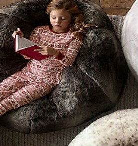 Modern and vintage playrooms with Christmas spirit
