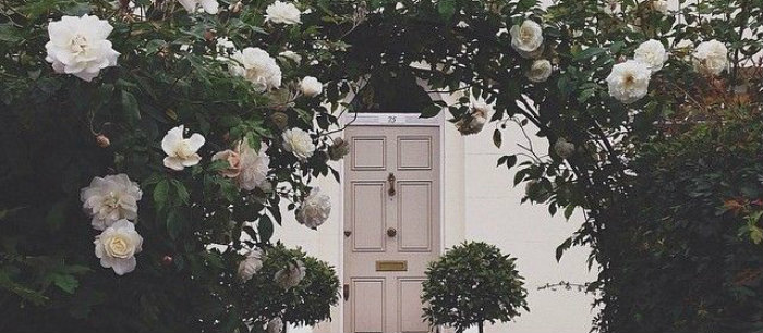 modern-home-decor-Let-Spring-Decorate-your-Front-Door-in-Green