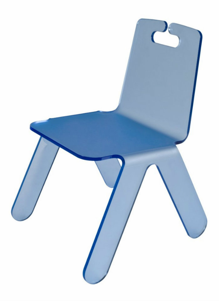 modern-home-decor-Designer-of-the-Year-and-his-modern-chairs-Cadeira-Bambino-Zanini-de-Zanine-Caldas-e-Flávio-Faccini