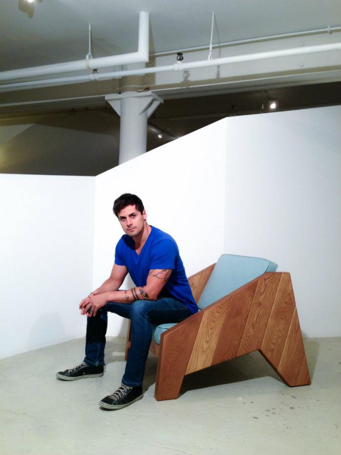 modern-home-decor-Designer-of-the-Year-and-his-modern-chairs-livingdigital_zanini-de-zanine-foto-de-eliseu-cavalcanti-poltrona-esspaco2