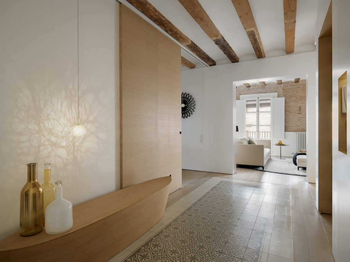 This Apartment Brings Contemporary Style to Medieval Barcelona ...