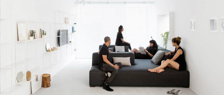 Monochromatic and minimalist apartment in Tel Aviv