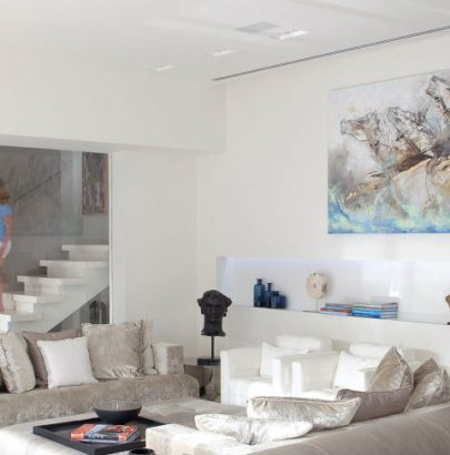 """""""Sea Shell"""" is The Contemporary Home You've Been Dreaming About"""