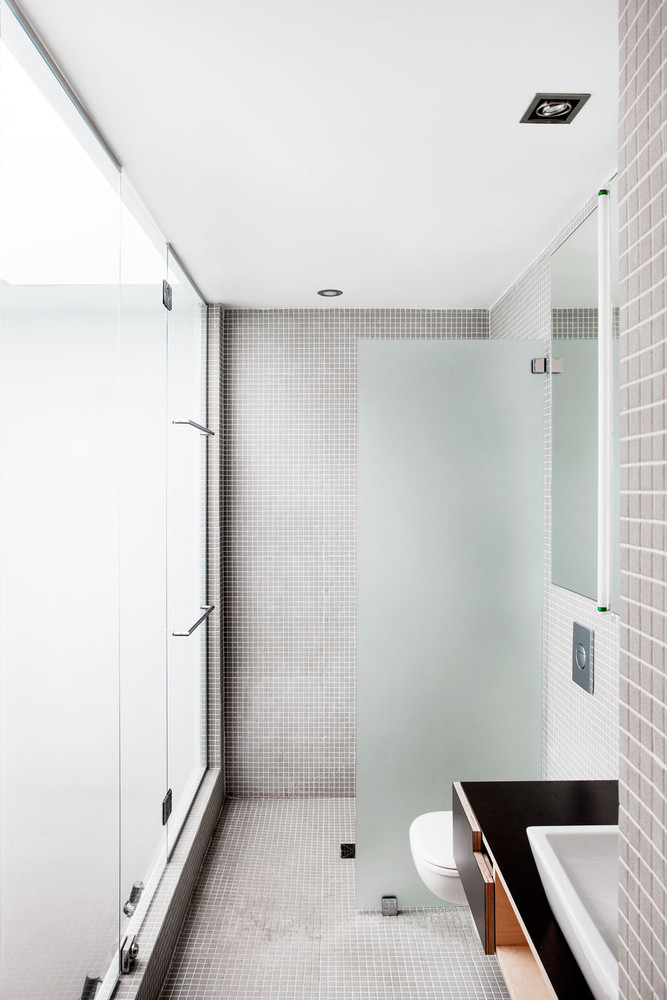 Bathroom Design Ideas: Use the Same Tile On the Floors and Walls